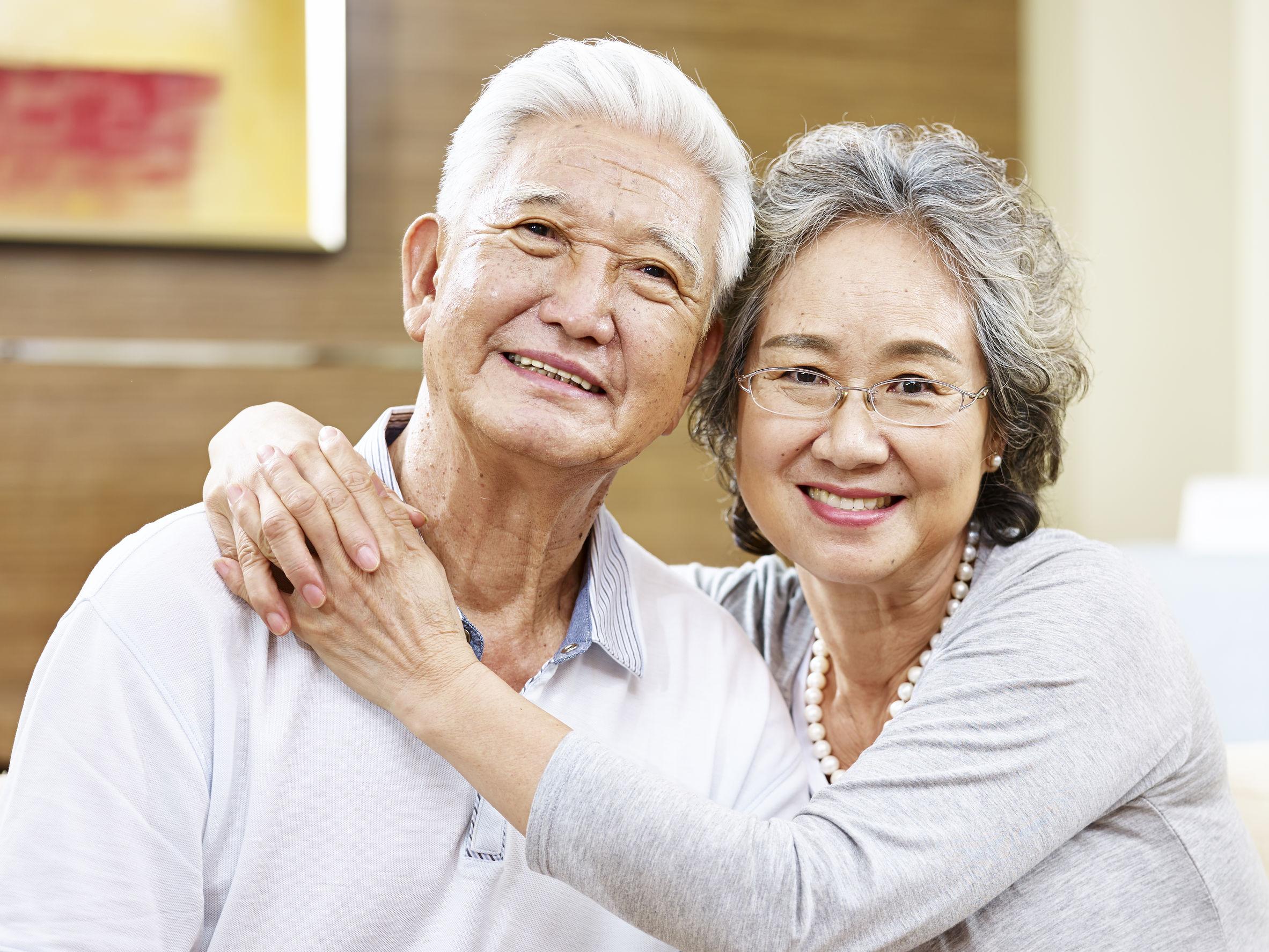 Bagaimana Perbedaan Proses Menua pada Pria dan Wanita?